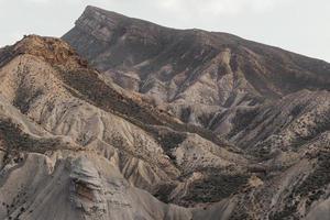 schöne Berglandschaft mit Hügeln foto