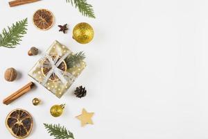Sammlung verschiedener Weihnachtsdekorationen foto
