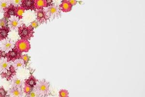 Zusammensetzung der wunderbaren bunten Blumenblüten foto