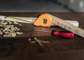 Draufsicht Werkzeuge auf dem Schreibtisch foto
