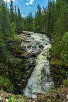 Bach und Wasserfall foto