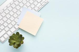 Draufsicht Büro Schreibtischsortiment mit Kopierraum foto