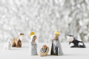 Jungfrau Maria mit Baby Jesus und Saint Joseph auf unscharfem Hintergrund foto