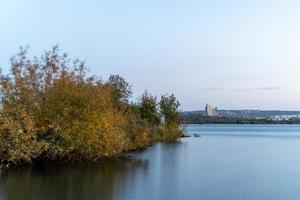 Naturlandschaft mit Blick auf den Fluss Angara. Langzeitbelichtung foto