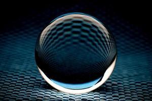 abstrakte Glaskugel in dunklem Türkiston foto