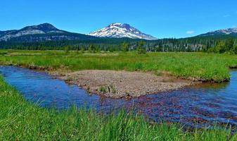 Fall Creek und South Schwester - Kaskadenbereich - in der Nähe der Kurve, oder foto