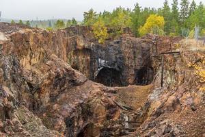alte geschlossene Tagebaugrube in Schweden foto