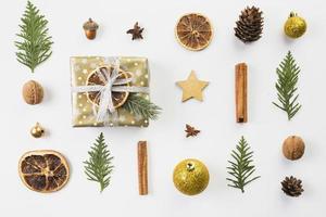 Satz von verschiedenen Weihnachtsdekorationen foto