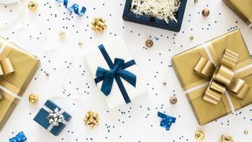 Draufsicht Zusammensetzung der verpackten Geschenke foto