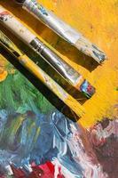 Pinsel auf Künstlerhintergrund foto