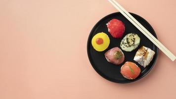 Flat Lay Sushi Mahlzeit Arrangement foto