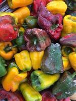 Haufen frischer Paprika foto