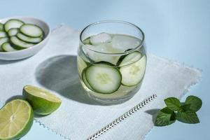 Gurken-Limetten-Cocktail foto