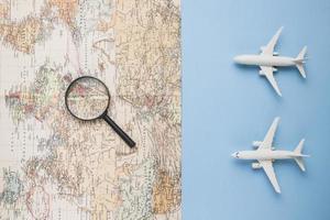 Reisekonzept mit Kartenflugzeug. schöne Qualität und Auflösung schönes Fotokonzept foto