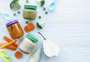 Sortiment an Obst- und Gemüsepüree foto
