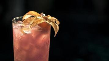 alkoholisches Getränk edel von einem Cocktail foto