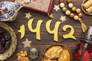 Draufsicht auf islamische Neujahrsdekorationen foto