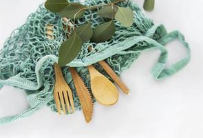 Netztasche und Bambusbesteck foto