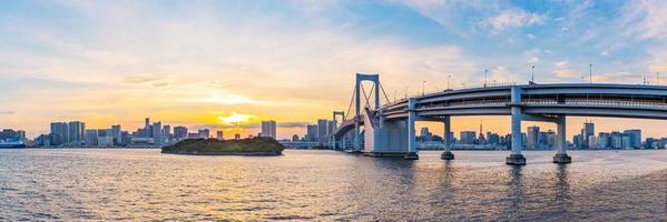 Panoramablick auf die Skyline von Tokio bei Sonnenuntergang. Tokio Stadt, Japan. foto