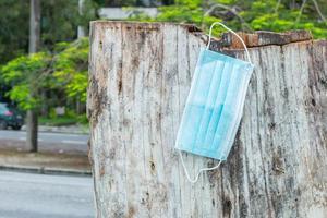 blaue Einwegschutzmaske zum Schutz vor Cornavirus foto