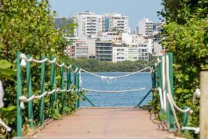 Blick auf die Lagune von Rodrigo de Freitas in Rio de Janeiro foto