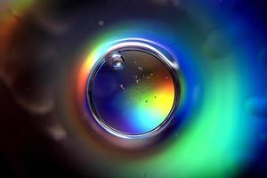 abstrakter Kreis mit Spektralfarben und Blasen foto
