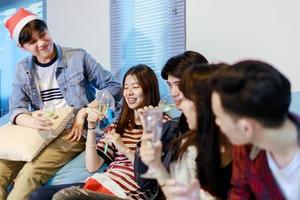 College-Freunde feiern foto