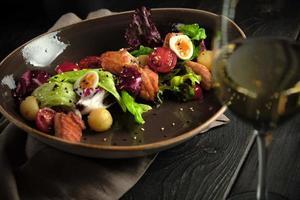 Caesar Salat mit Lachs Catering Menü foto