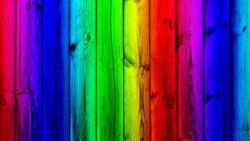 bonbonfarbene Holzwand foto