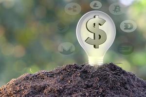 Kryptowährungsmünze und digitales Währungsgeldkonzept foto