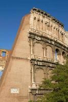 Außenansicht des Kolosseums in Rom in Italien foto