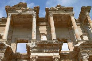 Fassade der alten Celsus-Bibliothek in Ephesus-Truthahn foto