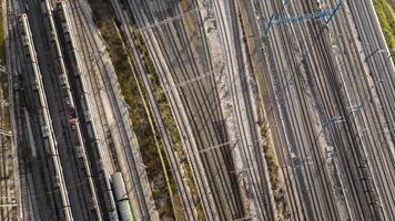 Züge und Eisenbahnen über Sicht foto
