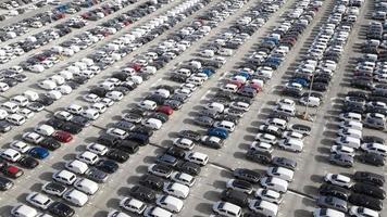 Transportkonzept mit geparkten Autos foto