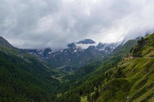 passo rombo entlang der grenze zwischen österreich und italien foto
