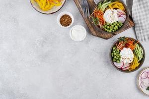 kreative Komposition von leckerem Essen foto