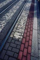 Straßenbahngleise in der Stadt foto