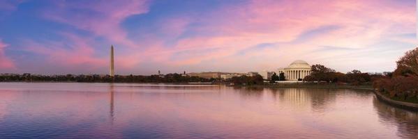 Jefferson Memorial und Washington Monument foto