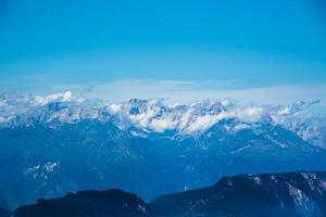 die Gipfel der Alpen rund um den Gardasee foto