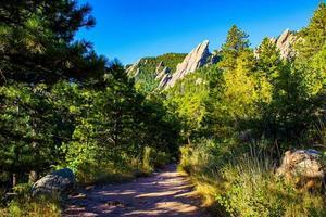 Flacheisen dunkle Granitberge im Chautauqua-Park im Boulder Colorado foto