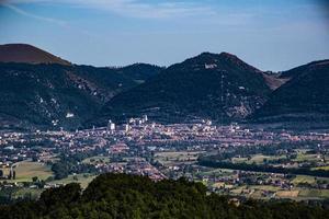 Gubbio von den Hügeln foto