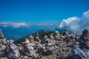 Steinhaufen auf Monte Baldo foto