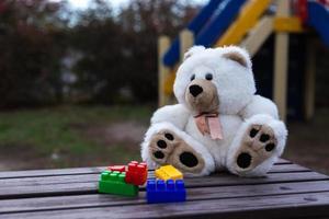 trauriger einsamer Teddybär foto