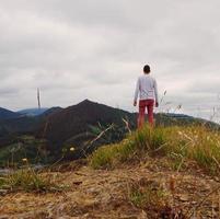 Mann Trekking im Berg in Bilbao Spanien foto