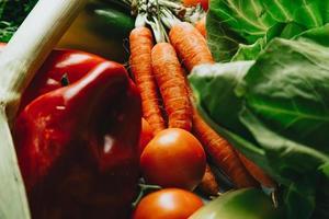 ein Stillleben mit viel Gemüse foto