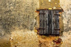 geschlossenes Fenster und Wand foto