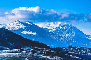 schneebedeckte Alpenpanoramen foto