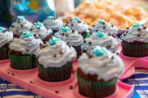 hausgemachte Schokoladen Cupcakes foto