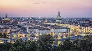 Stadt Turin bei Sonnenuntergang foto