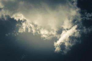 dramatischer Himmel und Wolken foto